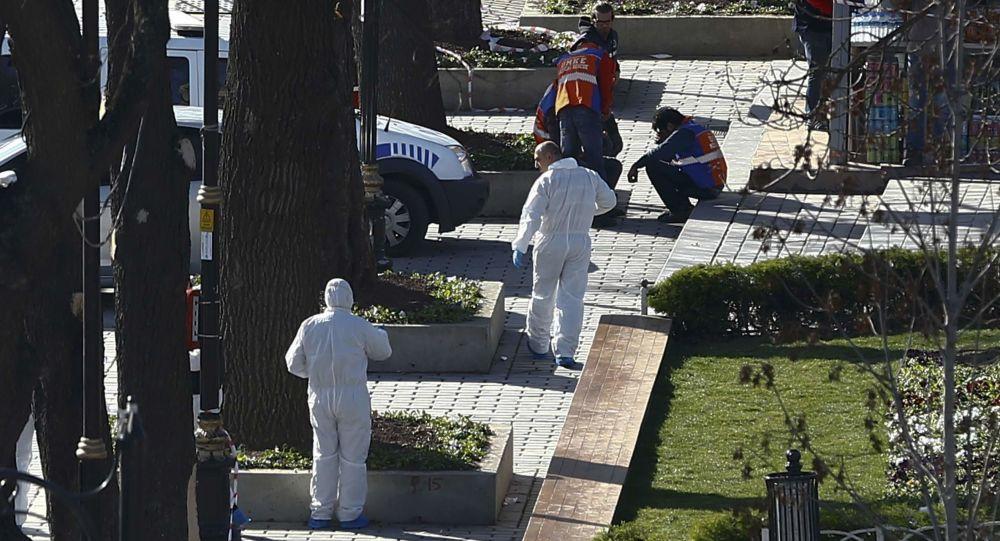 Eksperci medycyny sądowej na miejscu eksplozji w Stambule