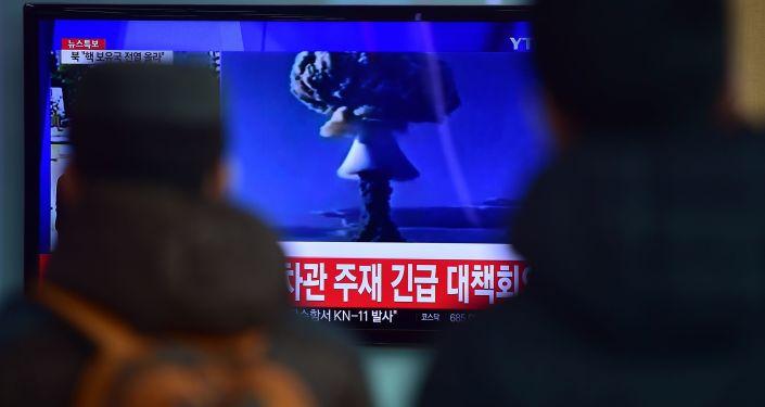 Koreańczycy oglądają nadawaną na żywo próbę wybuchu bomby wodorowej w KLDR