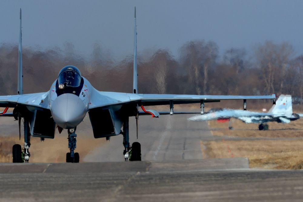 Myśliwce Su-35S w awiabazie Centralnaja Ugłowaja w Kraju Nadmorskim