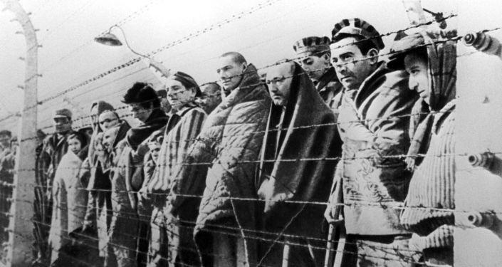 Więźniowie obozu koncentracyjnego w Oświęcimiu