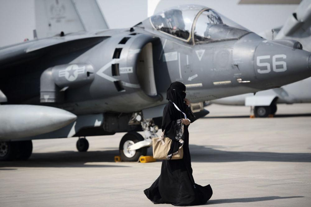 Kobieta na Bahrain International Airshow