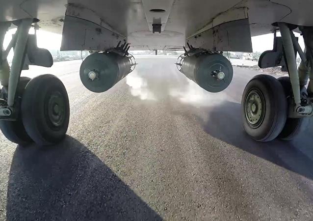 Lot bojowy bombowca Su-24M w Syrii