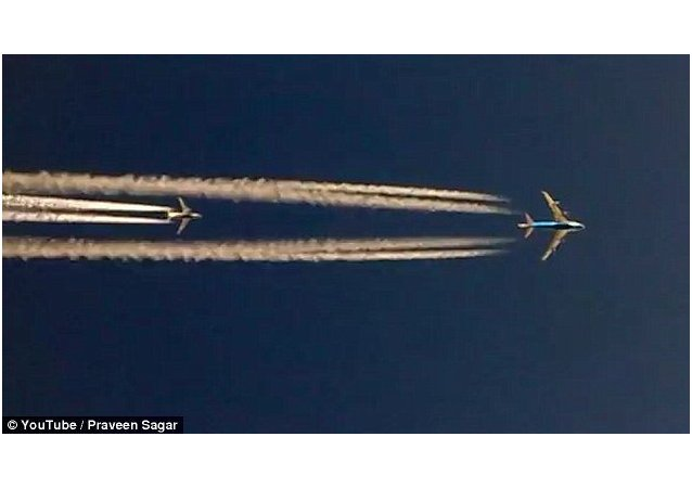 Trzy Boeingi ścigają się w powietrzu