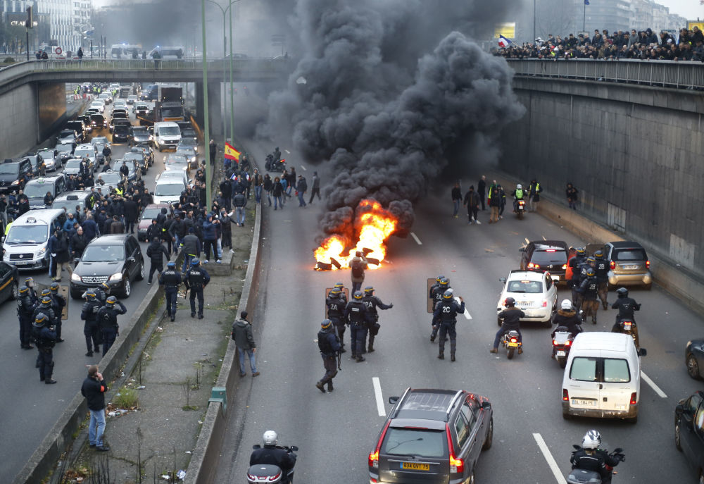 Strajk taksówkarzy w Paryżu