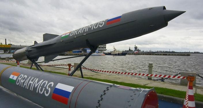 """Indyjsko-rosyjski ponaddźwiękowy pocisk manewrujący """"BrahMos"""""""