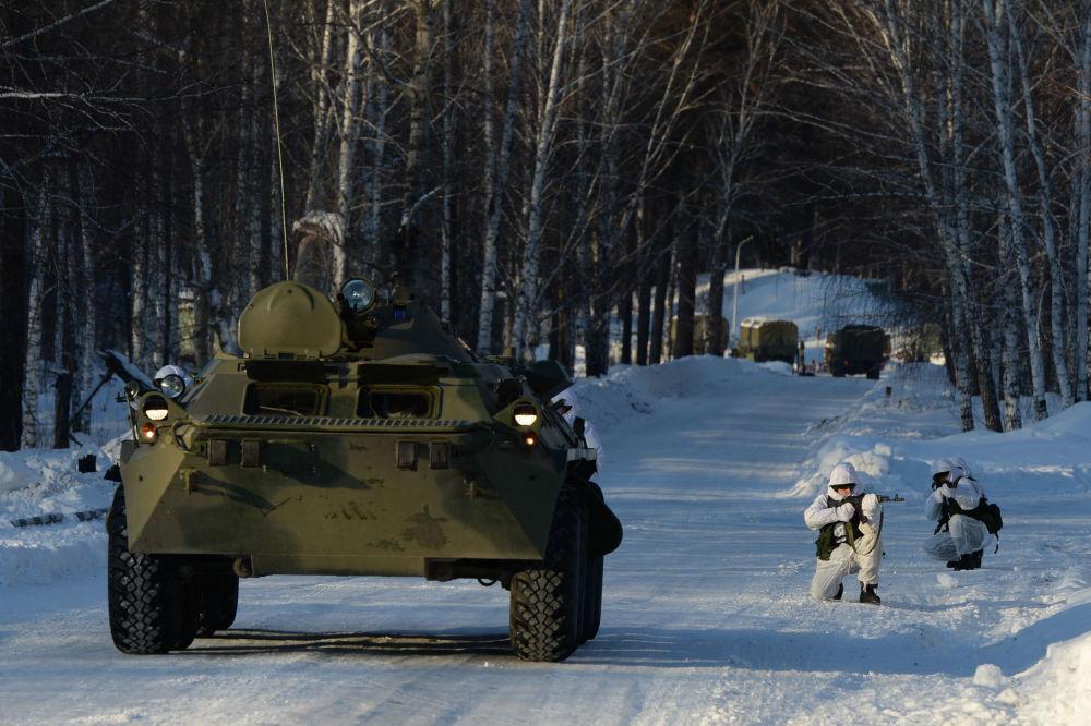 Żołnierze grupy antydywersyjnej nowosybirskiej formacji rakietowej.