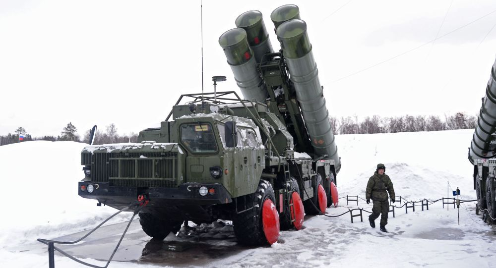 Pułk systemu rakietowego S-400 Triumf obejmuje dyżur bojowy w obwodzie podmoskiewskim