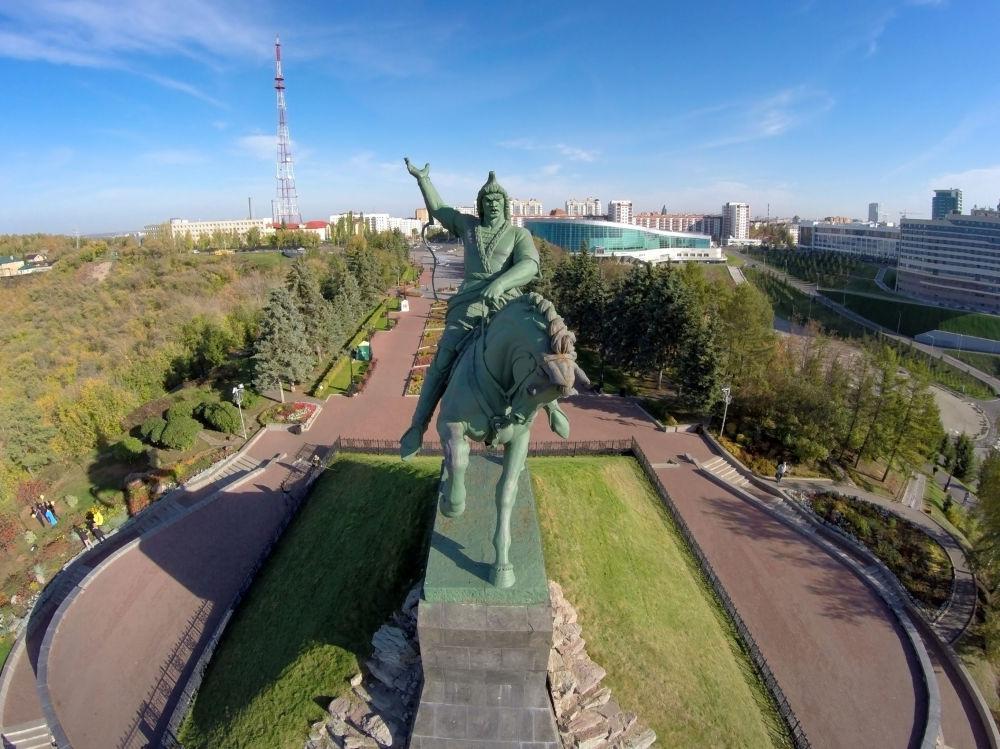 Pomnik baszkirskiego bohatera narodowego i poety Saławata Jułajewa w Ufie