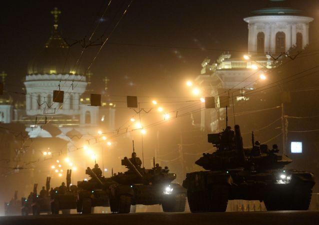 Czołgi T-90 podczas próby generalnej Defilady Zwycięstwa w Moskwie