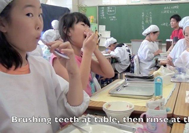 Obiad w szkole w Japonii