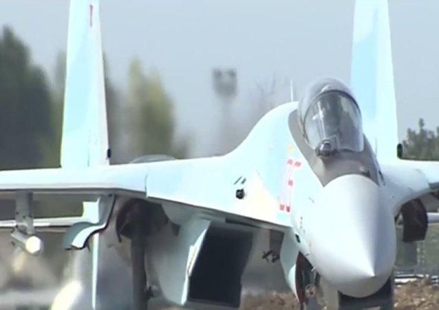 Kadry gotowości bojowej rosyjskich myśliwców Su-35S w bazie lotniczej Hmeymim