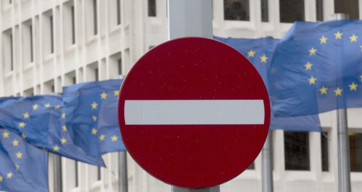 Flagi UE przed siedzibą Wspólnoty w Brukseli