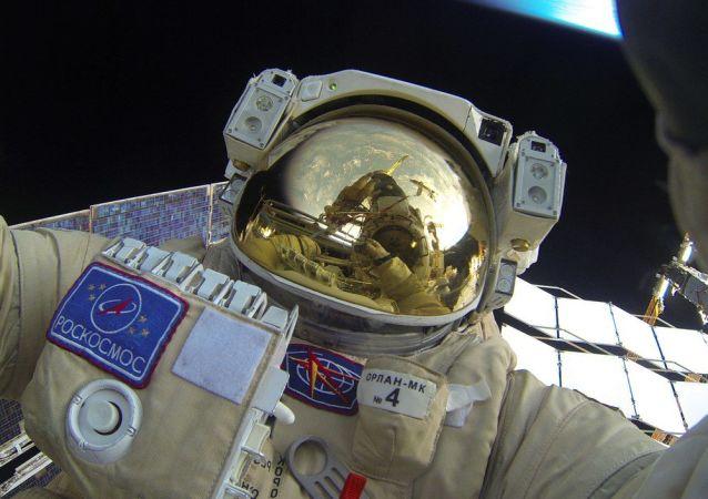 Wyjście rosyjskich kosmonautów w otwartą przestrzeń kosmiczną