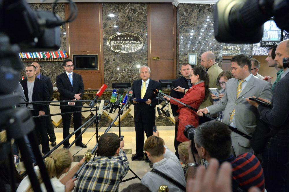 Specjalny wysłannik OBWE ds. Ukrainy Martin Sajdik po posiedzeniu grupy kontaktowej ds. uregulowania sytuacji na wschodzie Ukrainy w Mińsku
