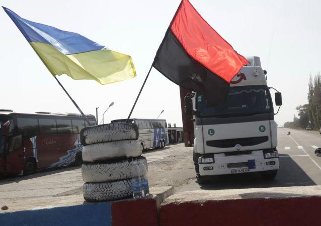 Blokada rosyjskich ciężarówek w obwodzie zakarpackim na Ukrainie