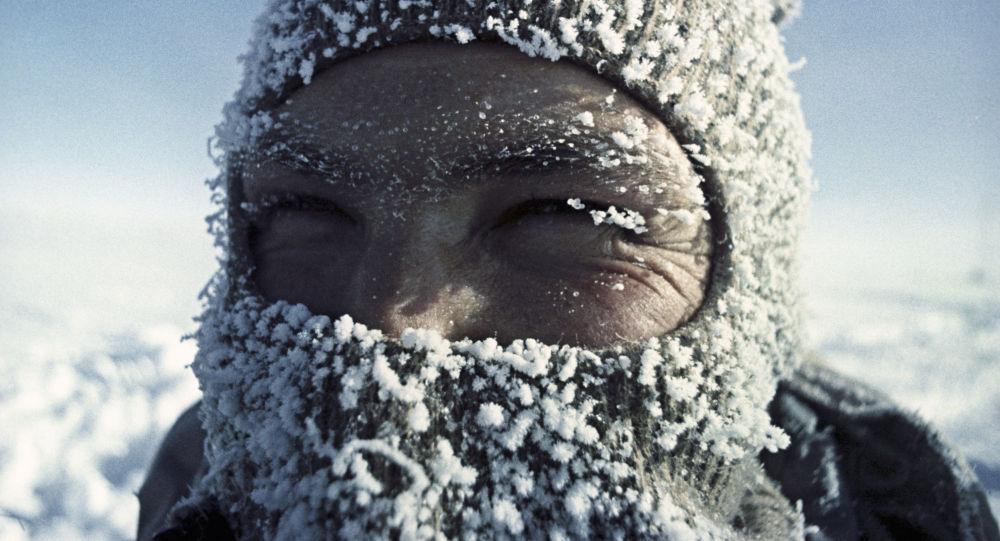 Lekarz-fizjolog Aleksander Zawadowski na stacji Wostok na Antarktydzie