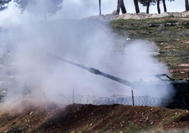 Tureckie czołgi na granicy turecko-syryjskiej