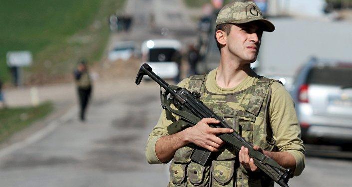 Turecki żołnierz w prowincji Diyarbakır