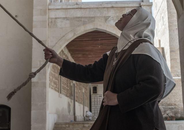 Zakonnica w klasztorze katolickim w mieście Kara w Syrii.