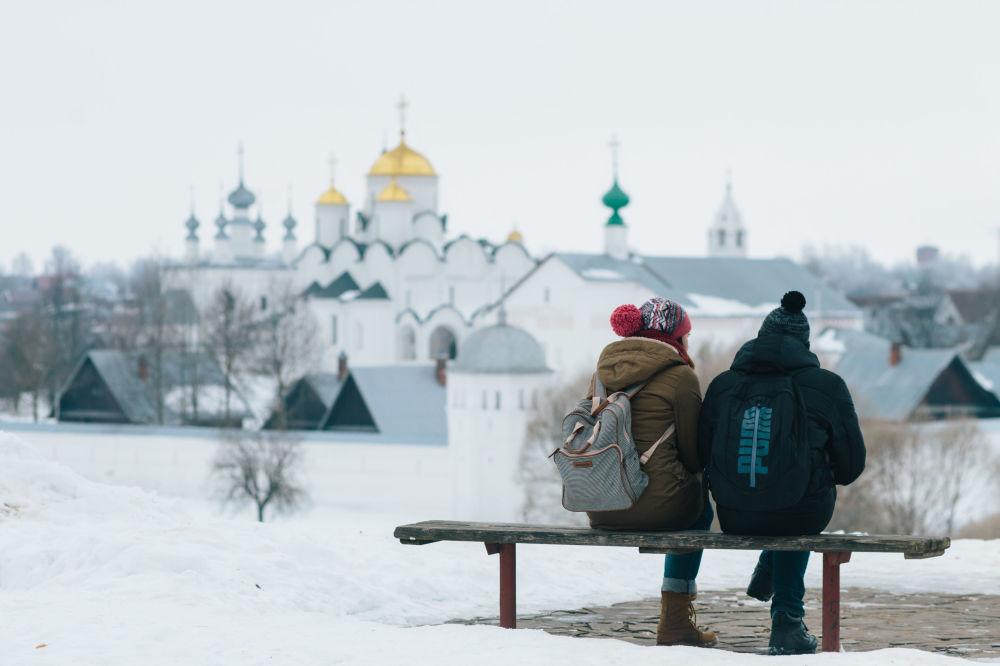 Turyści w Suzdalu