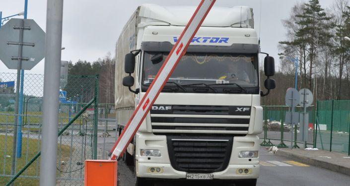 Rosyjski tir na białorusko-litewskiej granicy