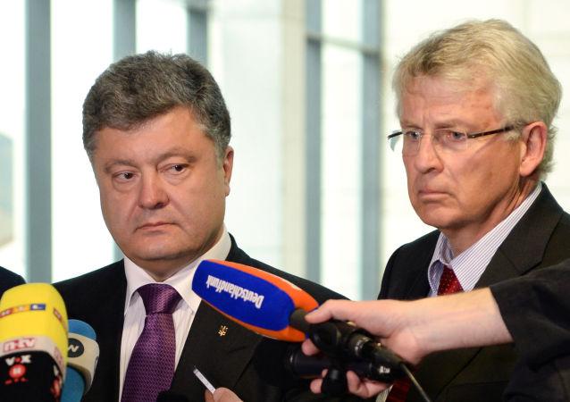 Prezydent Ukrainy Petro Poroszenko i deputowany Bundestagu Karl-Georg Wellmann