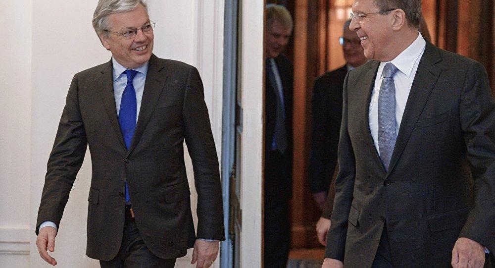 Spotkanie szefów MSZ Rosji i Belgii Siergieja Ławrowa i Didiera Reyndersa