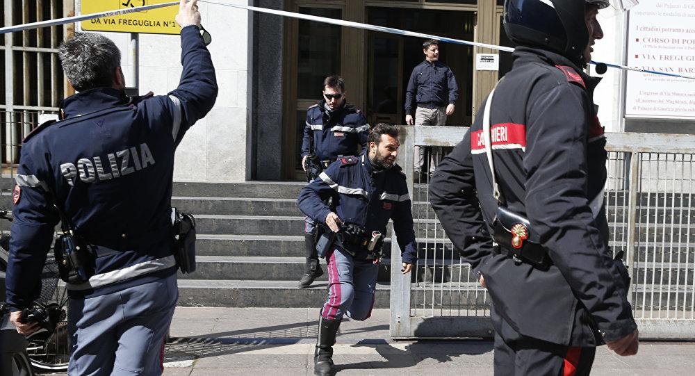 Policja włoska przed gmachem Pałacu Sprawiedliwości, 9 kwietnia 2015
