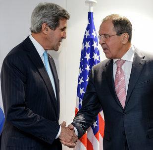 Sekretarz stanu USA John Kerry i rosyjski minister spraw zagranicznych Siergiej Ławrow