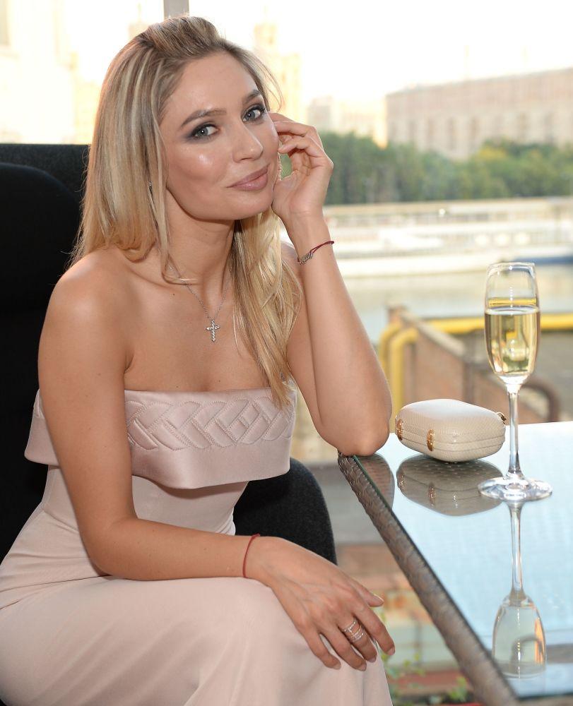 Aktorka Natalia Rudowa na premierze czasopisma Hello! w Moskwie