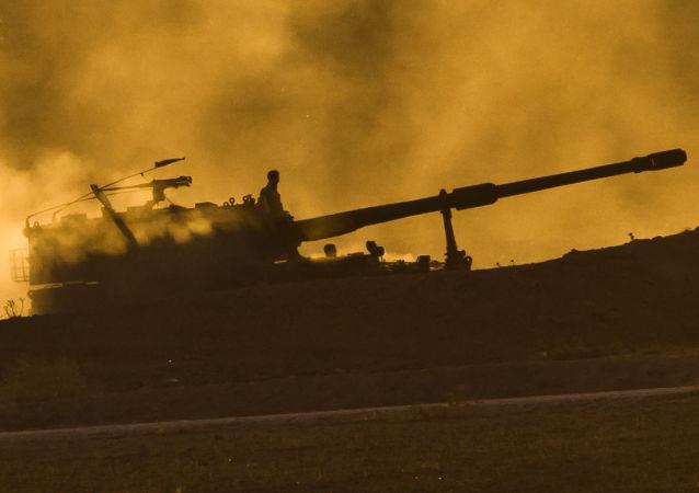 Turecka artyleria na granicy z Syrią