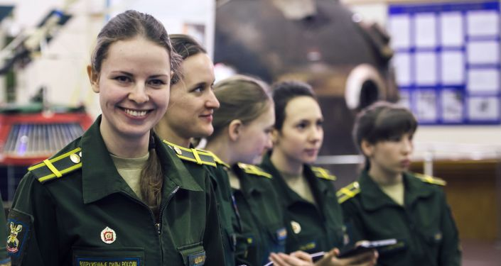 Kursantki Wojskowej Akademii Kosmicznej im. A.F. Możajskiego podczas lekcji