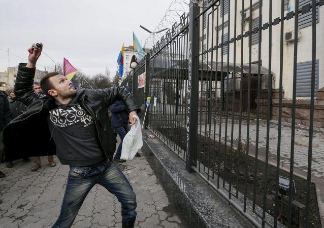 Protesty przed ambasadą Rosji w Kijowie
