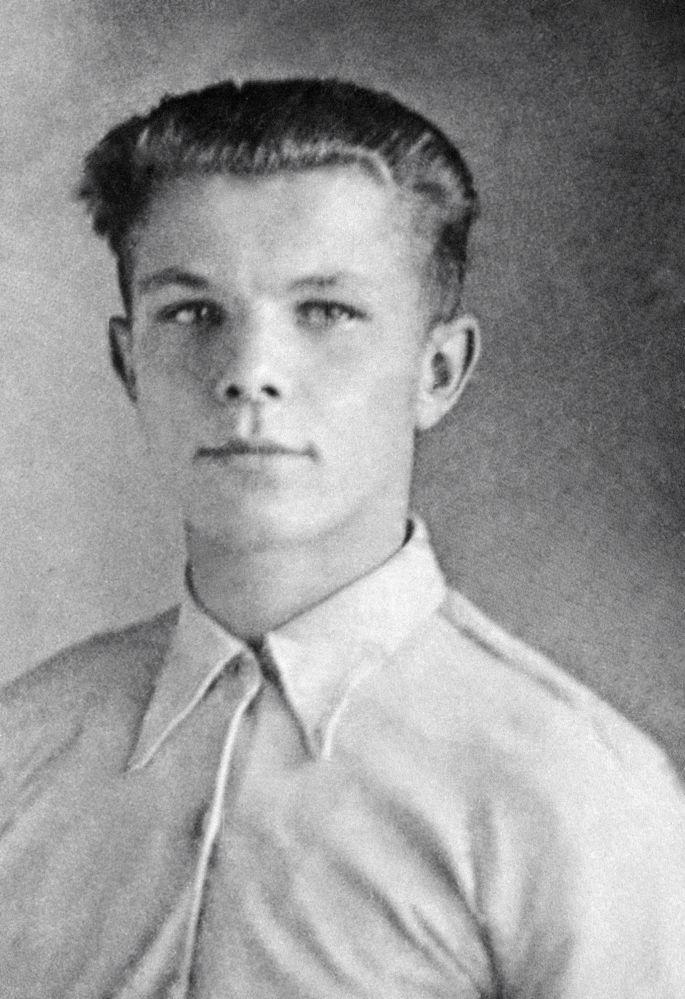 Przyszły kosmonauta Jurij Gagarin w szkolnych latach