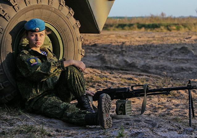 Kursantka Riazańskiej Wyższej Szkoły Dowódczej Wojsk Powietrznodesantowych