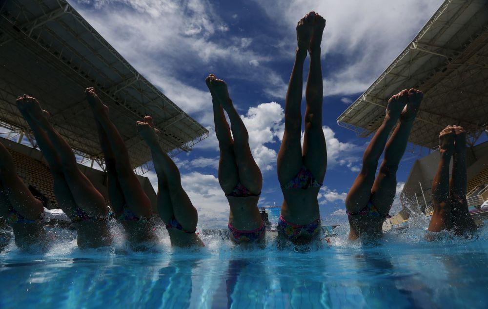 Trening reprezentacji Francji w pływaniu synchronicznym