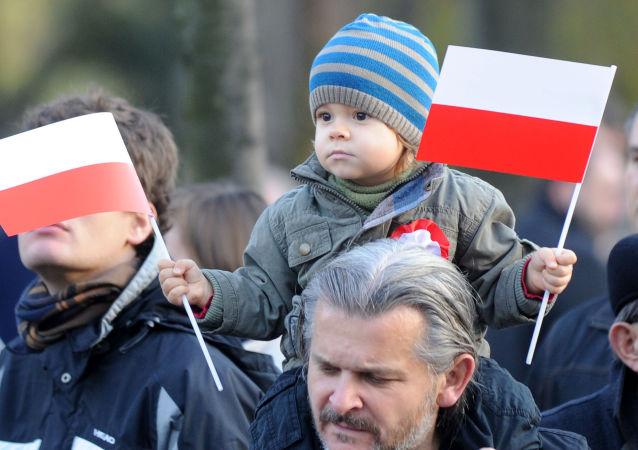 Polacy na obchodach Święta Niepodległości