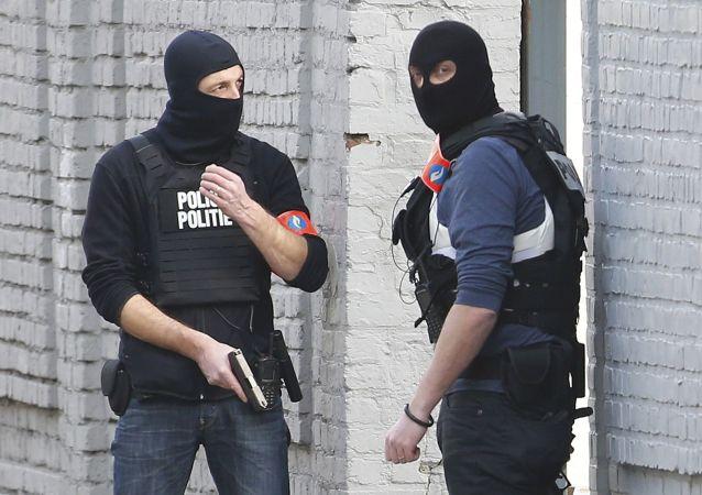Policja unieszkodliwiła jednego z przestępców, który strzelał do policjantów w Brukseli