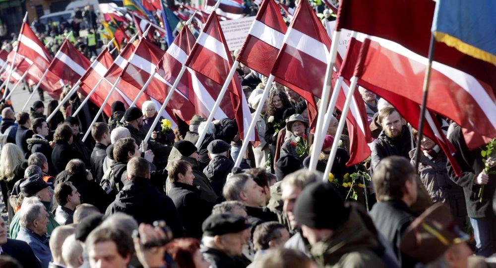Pochód członków legionu Waffen SS w Rydze