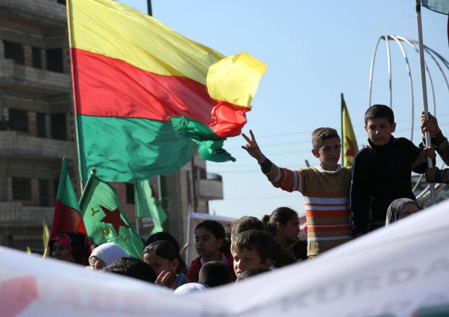 Manifestacja protestu syryjskich Kurdów w Kemiszli