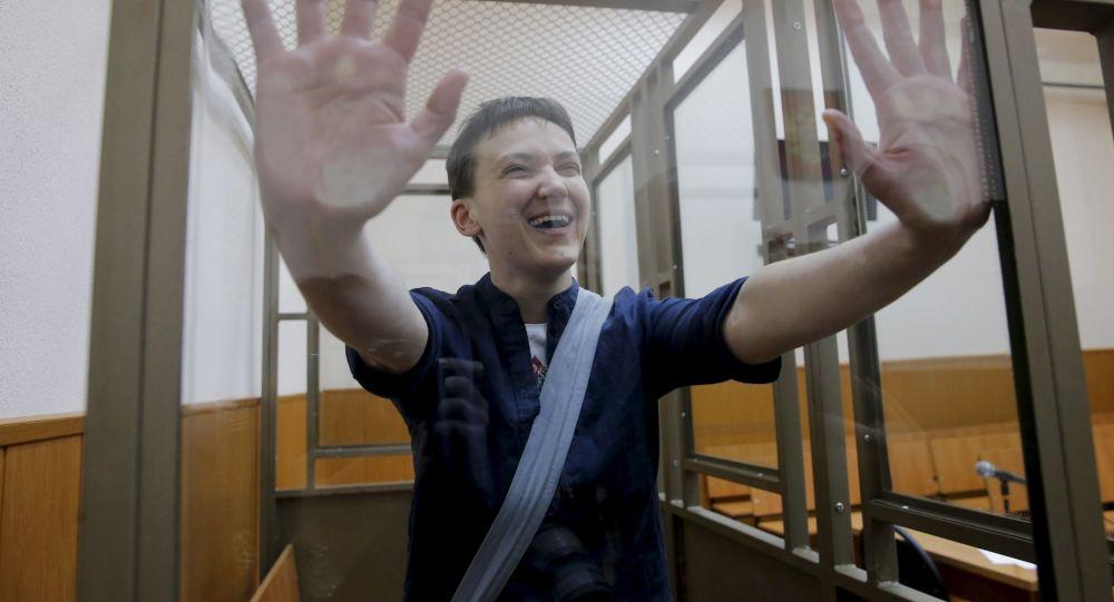 Obywatelka Ukrainy Nadieżda Sawczenko podczas ogłoszenia wyroku w Donieckim Sądzie Miejskim w obwodzie rostowskim