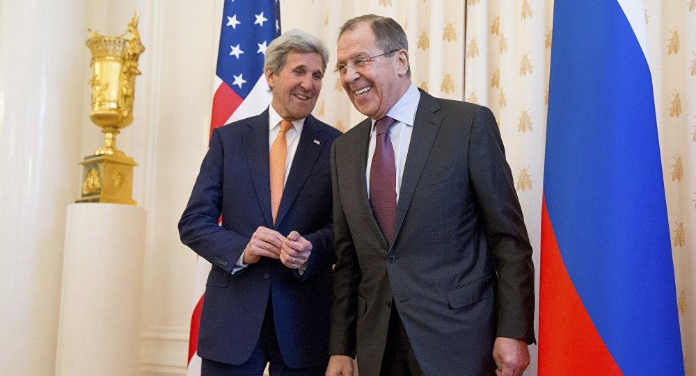 Sekretarz stanu Stanów Zjednoczonych John Kerry i minister spraw zagranicznych Rosji Siergiej Ławrow