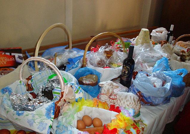 Koszyki wielkanocne w moskiewskiej parafii świętych Piotra i Pawła