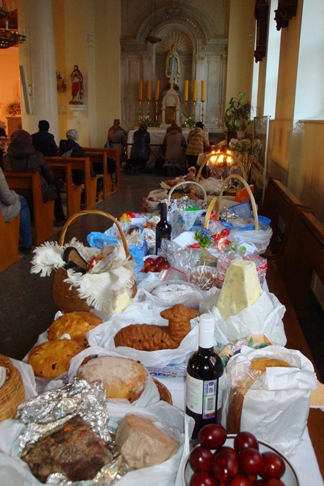 Obchody Wielkanocy w moskiewskiej parafii świętych Piotra i Pawła