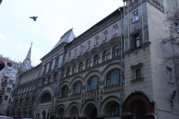 Trzypiętrowy budynek przy ul. Twierskiej 6, Moskwa