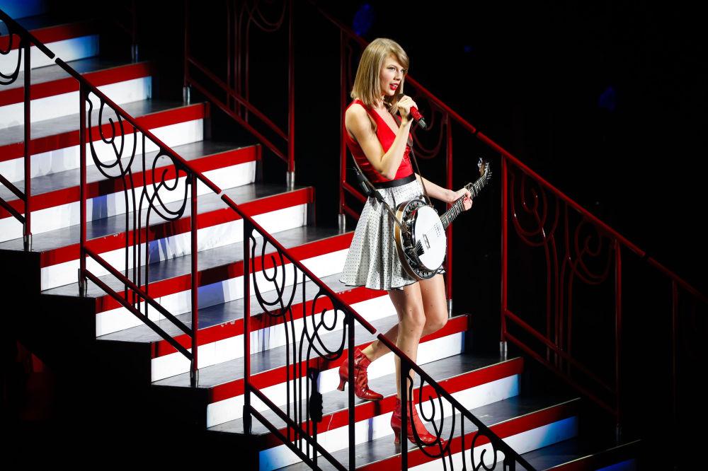 Amerykanska piosenkarka Taylor Swift podczas wystąpienia Szanghaju, 30 maja 2014