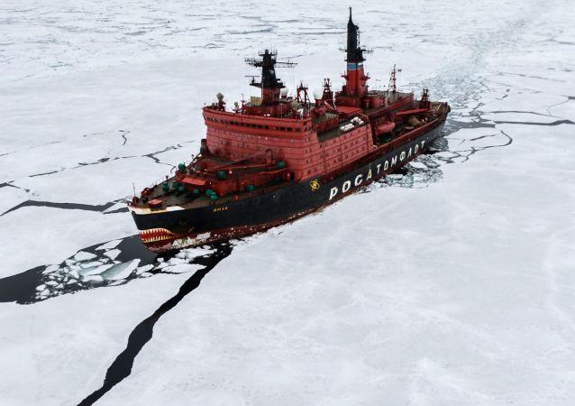 Lodołamacz atomowy Jamał podczas prac badawczych na Morzu Karskim w ramach ekspedycji arktycznej Kara-Zima 2015