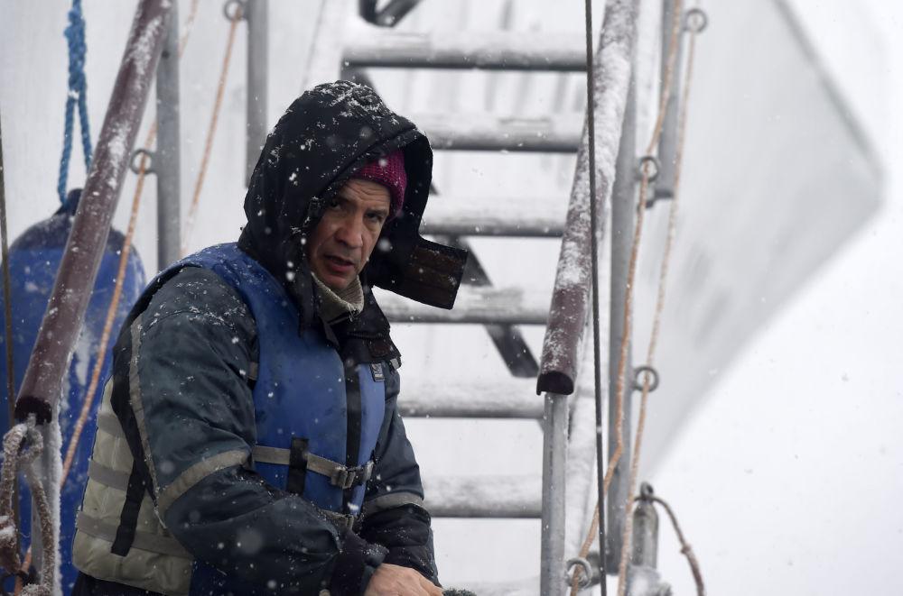 Kapitan naukowo-badawczego statku Akademik Ioffe na Antarktydzie