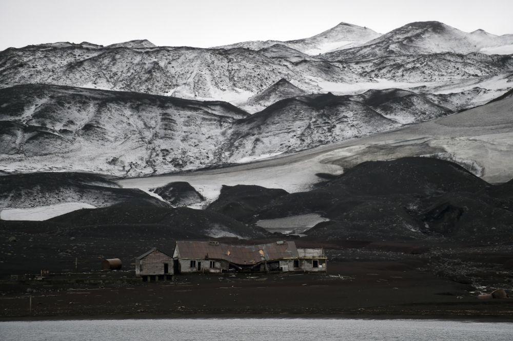 Stary budynek firmy Hector Whaling  na Antarktydzie
