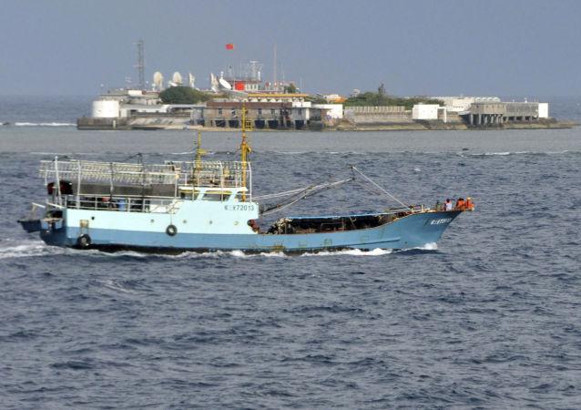Chiński statek rybacki w akwenie Morza Południowochińskiego